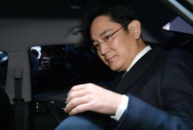 Phó Chủ tịch Tập đoàn Samsung, ông Jay Y.Lee, vừa chính thức bị bắt giữ.