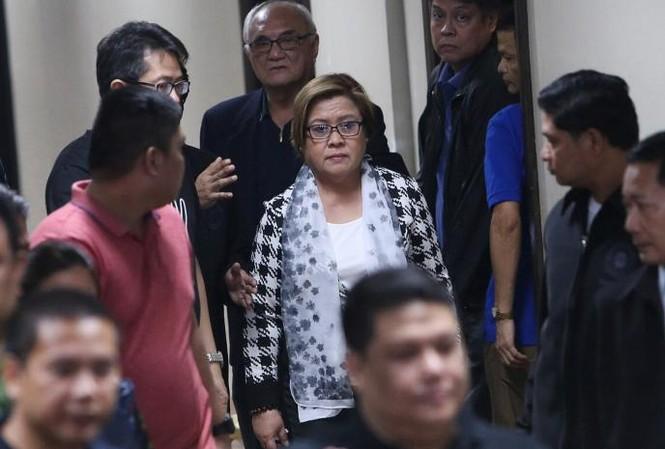 Thượng nghị sỹ Philippines Leila de Lima, người chỉ trích mạnh mẽ chiến dịch chống ma túy đẫm máu của Tổng thống Rodrigo Duterte vừa bị bắt giữ