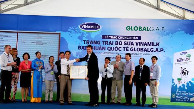 Trong năm 2014, năm trang trại của Vinamilk đều đã được chứng nhận đạt chuẩn quốc tế GlobalG.A.P. (Thực Hành Nông Nghiệp Tốt Toàn cầu)