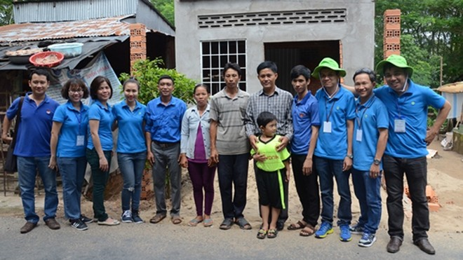 Đại diện Tập đoàn Novaland chứng kiến Nhà nhân ái chuẩn bị bàn giao cho gia đình anh Phạm Văn Nhựt tại xã Long Khánh A, huyện Hồng Ngự