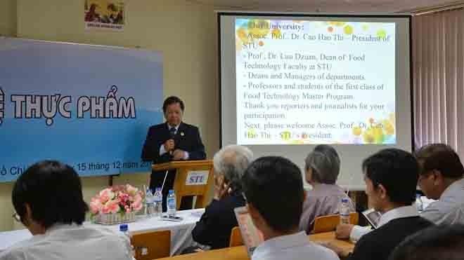 PGS.TS. Cao Hào Thi - hiệu trưởng phát biểu khai giảng