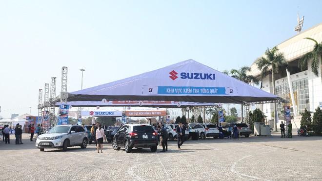 97 chiếc xe Suzuki Vitara đã tụ hội về sân vận động Mỹ Đình trong Ngày hội Vitara