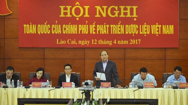 Thủ tướng Nguyễn Xuân Phúc phát biểu khai mạc hội nghị. Ảnh: VGP/Quang Hiếu