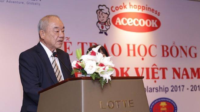 Ông Kato Kazuo - Giám đốc Khối Marketing phát biểu tại họp báo phát biểu tại lễ trao học bổng.