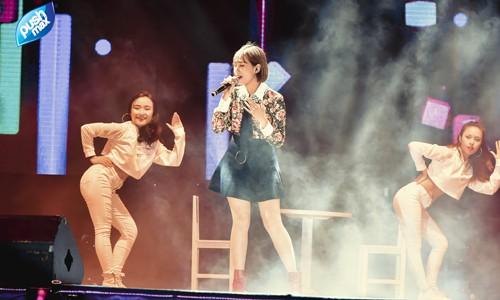 """Miu Lê xuất hiện hiện trong tiếng hò reo của khán giả với 2 ca khúc mới đầy sâu lắng """"Mình yêu nhau từ bao giờ"""" và tình thơ"""