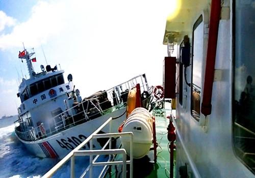 5 tàu Trung Quốc vây ép, đâm húc tàu Kiểm ngư Việt Nam