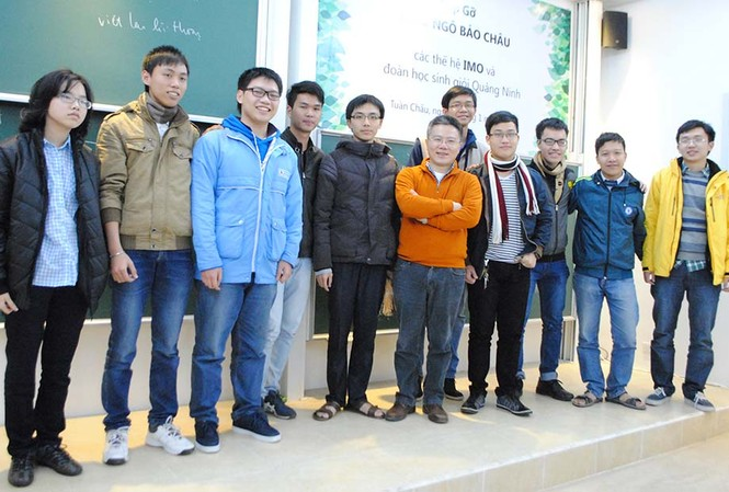 GS Ngô Bảo Châu và các bạn trẻ.