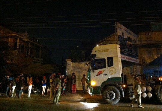 """Chiếc xe container """"điên"""" bị người dân truy đuổi và bắt giữ."""
