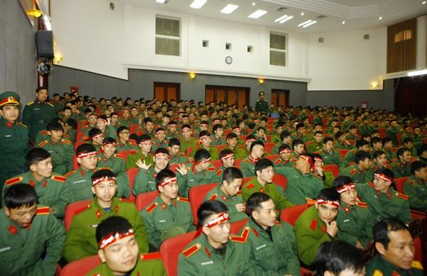 Hàng trăm cán bộ, chiến sỹ, học viên có mặt tham gia sự kiện hiến máu.