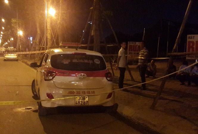 Chiếc taxi tại hiện trường.