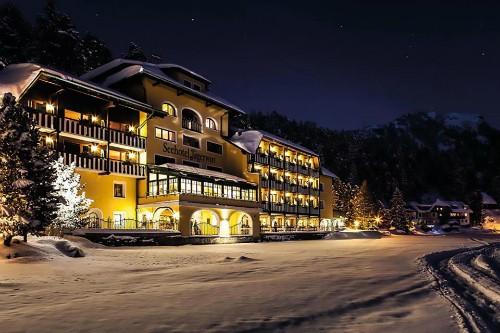Khách sạn Seehotel Jaegerwirt hơn 100 tuổi tại Áo. Ảnh: CEN.
