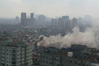 Cột khói bốc cao hàng chục mét thời đểm xảy ra cháy. Ảnh chụp màn hình/facebook