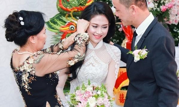 Hình ảnh Hoa hậu Đông Nam Á Thu Vũ trong đám hỏi.