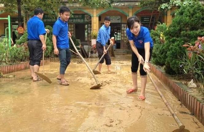 Khẩn trương khắc phục hậu quả 10 trường học tại rốn lũ Hương Khê