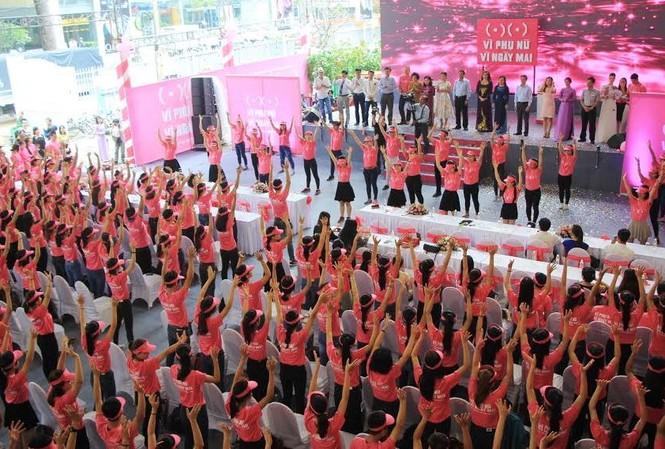 Nhảy flashmob cổ động cho chiến dịch.