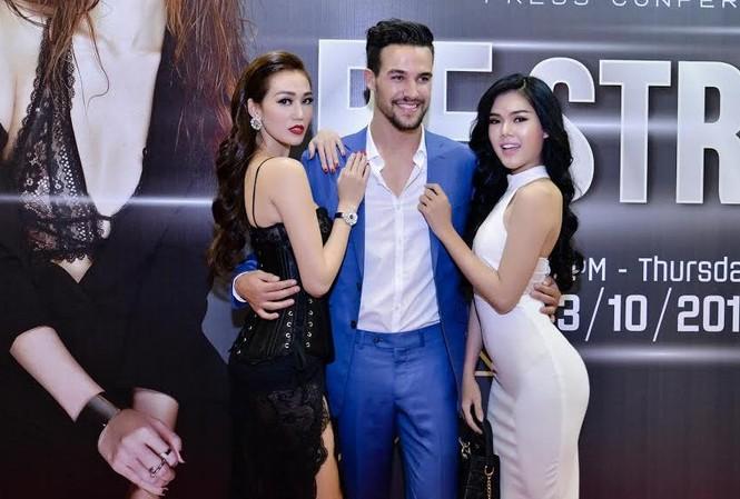 Khánh My và người mẫu Ngọc Trinh.