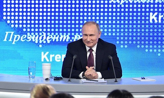 Tổng thống Putin trong cuộc họp báo lớn cuối năm ngày 23/12 (Ảnh: Sputnik).