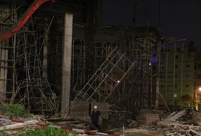 Hiện trường vụ sập sàn bê tông vùi lấp nhiều công nhân tối 11/1. Ảnh: Thanh Trần.