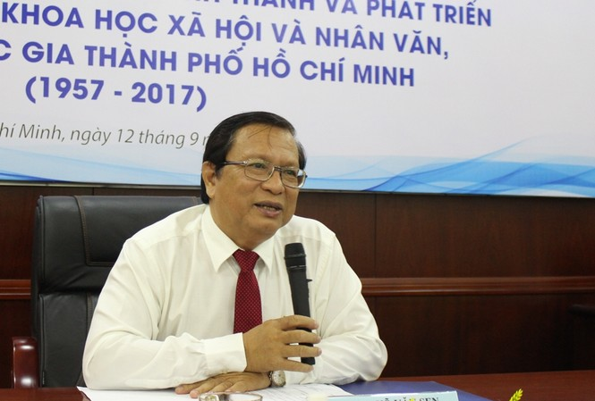 PGS.TS Võ Văn Sen, Hiệu trưởng trường Đại học Khoa học Xã hội và Nhân văn khẳng định không thể cấm giảng viên chạy sô dạy thêm.