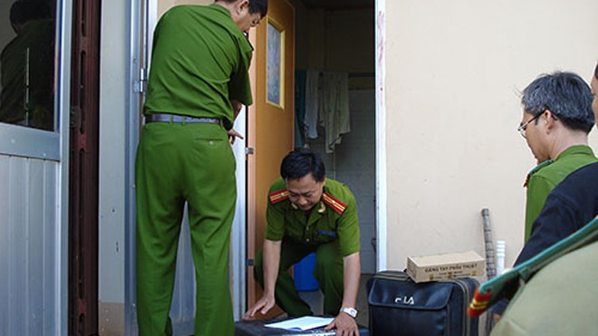 Khám nghiệm hiện trường vụ nhân viên Bưu điện Cầu Voi (tỉnh Long An) bị giết hại