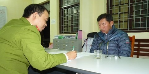Yim Jong Ha đang khai báo tại cơ quan công an