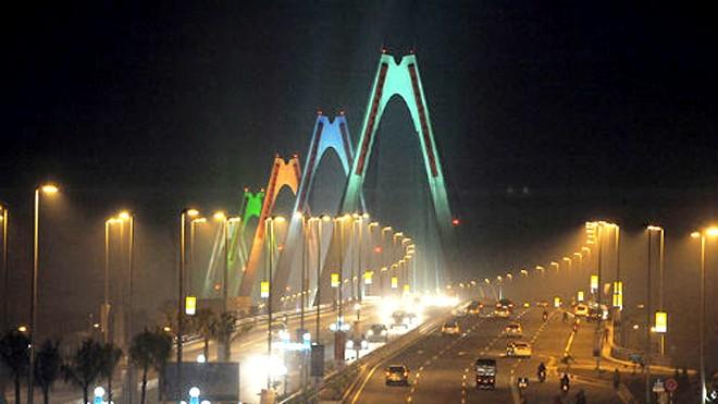 Nhiều người tiếc nuối vì không được đi bộ lên cầu Nhật Tân