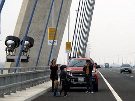 Hà Nội sẽ có phương án tạo điều kiện cho người dân tham quan cầu Nhật Tân