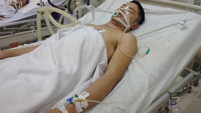 Một nạn nhân đang được điều trị tại Bệnh viện đa Khoa Nghệ An. Ảnh: Báo Thanh Niên