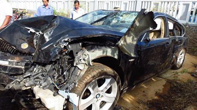 Xe ô tô BMW biển số 29A-410.86 bị hư hỏng rất nặng sau tai nạn được đưa về trụ sở PC67 công an tỉnh Bà Rịa-Vũng Tàu