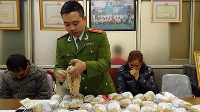 Cơ quan công an vừa bắt vụ buôn lậu 33,5 kg vàng nghi nhãn mác Italy