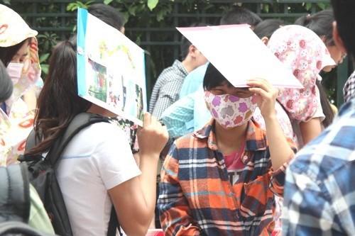 Quy định người không có hộ khẩu tại Hà Nội muốn thi công chức phải có bằng thạc sĩ, tiến sĩ theo độ tuồi nhất định nhận được nhiều ý kiến trái chiều. Ảnh minh họa
