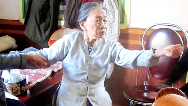 Bà cụ 90 tuổi kể lại giấy phút thấy kẻ sát nhân. Ảnh: VnExpress