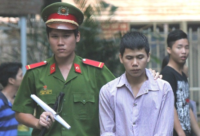 Tuấn Em bị dẫn giải sau phiên tòa