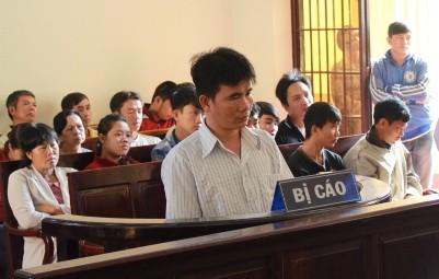 Tại tòa, Hoàng tỏ ra ăn năn hối hận trước hành động của mình. Ảnh: Hoàng Trường