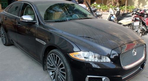 Chiếc Jaguar XJL trị giá 7 tỷ nhưng vô chủ