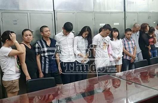 Nhóm người bị bắt giữ tại sới bạc.  Ảnh: An ninh Thủ đô