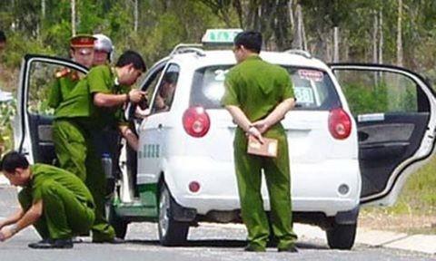 Cơ quan công an điều tra một vụ cướp taxi. Ảnh chỉ mang tính minh họa
