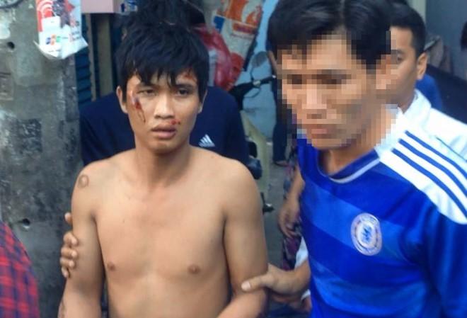 Thanh niên bị tình nghi ngáo đá cố thủ trong nhà dân