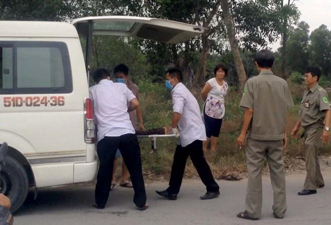 Thi thể nạn nhân được đưa về nhà xác