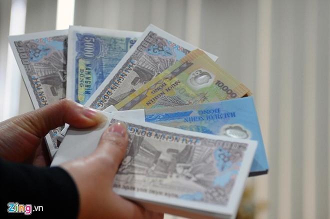 Người dân phải chịu phí 80-100% khi đổi tiền với mệnh giá nhỏ ở bên ngoài chợ đen. Ảnh minh họa: Hoàng Hà