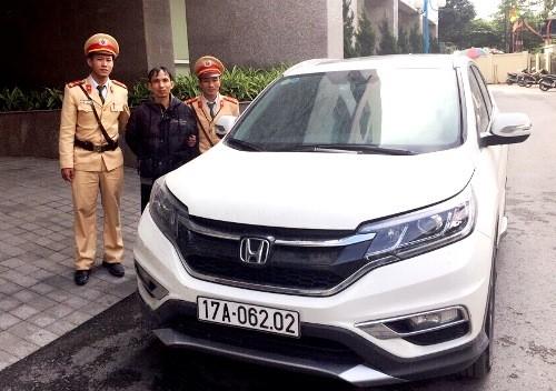 Đặng Xuân Đông bị cảnh sát giao thông Quảng Ninh bắt giữ cùng tang vật trộm cắp ôtô Honda CRV