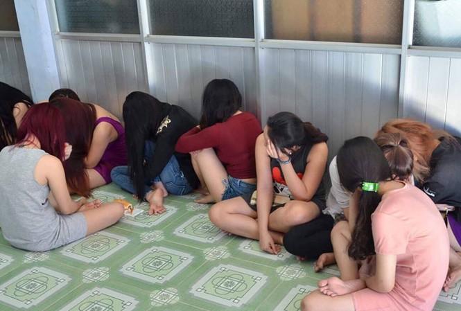 Các cô gái hoạt động mại dâm núp bóng tiệm massage