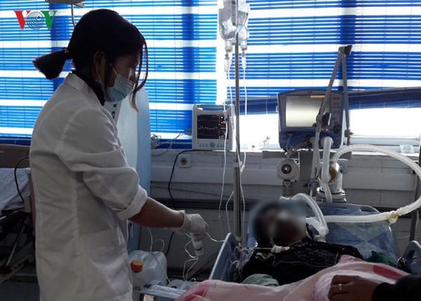 Cấp cứu nạn nhân tại Bệnh viện Đa khoa tỉnh Lai Châu