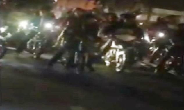 Hàng chục thanh niên tổ chức đua xe trên quốc lộ 1A. Ảnh cắp từ clip