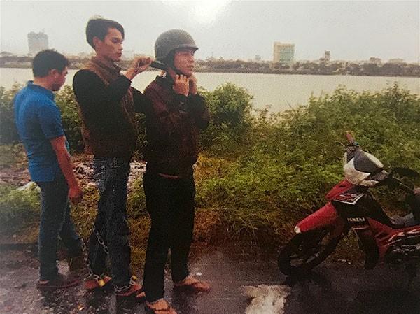 Hung thủ Nguyễn Ngọc Hải thực nghiệm lại quá trình gây án tại hiện trường