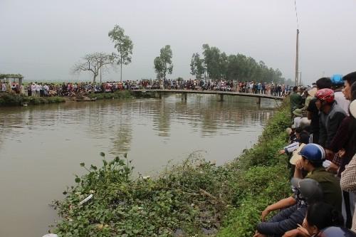 Bị Đô cầm dao truy sát, Trường nhảy xuống kênh Chanh Dương bỏ trốn. Ảnh: ANHP