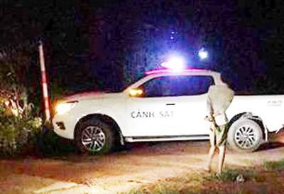 Lực lượng chức năng phong tỏa hiện trường, điều tra vụ việc trong đêm 19/5. Ảnh: Zing