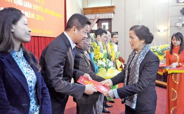 Hà Nội công bố điều động, luân chuyển cán bộ đợt 1/2014. Ảnh: N.Hà