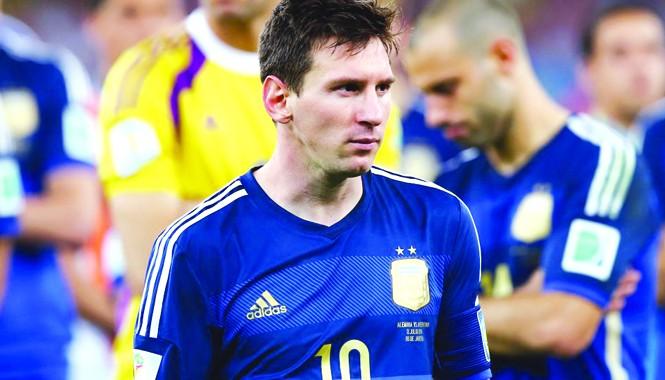 Thất bại ở trận chung kết khiến Messi chưa thể thoát khỏi cái bóng của huyền thoại Diego Maradona. Ảnh: Getty Images.