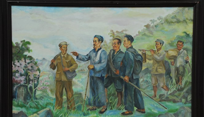 Bức tranh Bác Hồ về nước của họa sĩ Trịnh Phòng. Ông Phạm Văn Lộc, người gánh va ly